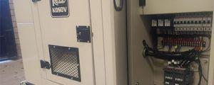 Planta eléctrica  de emergencia 30 kW, remolque, tablero de transferencia integrado.